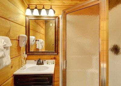 Cabin 46L - Loft Bathroom