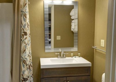 Cabin 5 - Bathroom