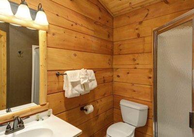 Cabin 48 - Loft Bathroom